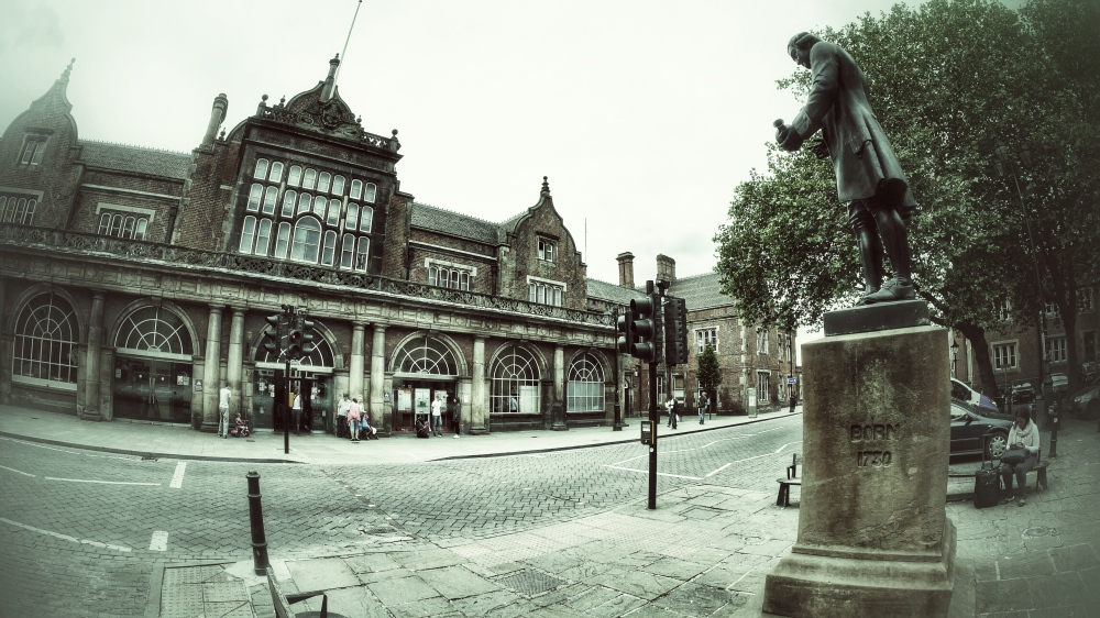 Stoke on Trent train station and Wedgwood Statue