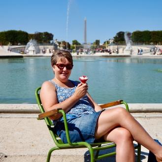 Relaxing by Place de Concorde, Paris