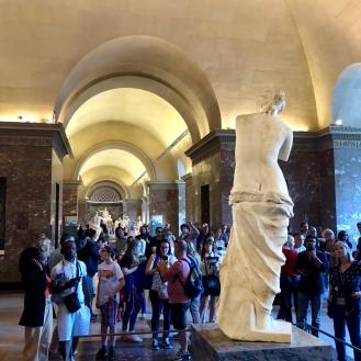 Venus de Milo looking at the crowds, Le Louvre museum